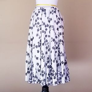 COLDWATER CREEK Black White Floral Knit Skirt